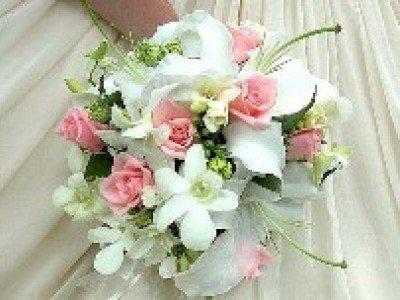 Свадебные цветы – не обязательно белые розы