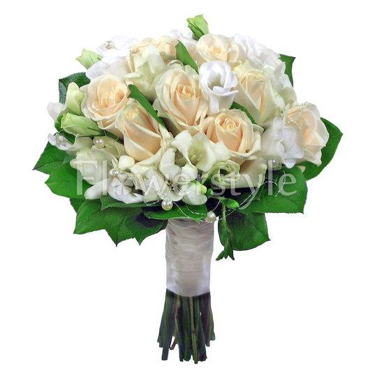Букет цветов для невесты из роз и фрезий № 136 дополнительные изображения